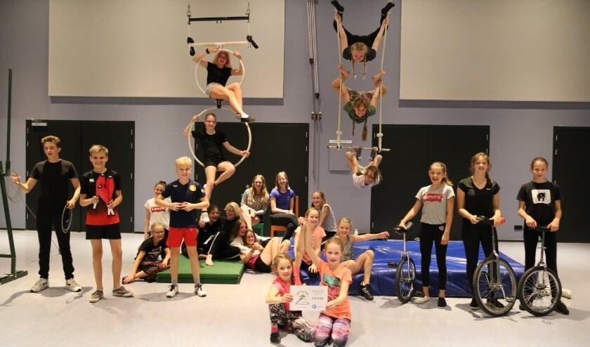 Veel van de acts zijn (zoals de trapezes) niet makkelijk naar buiten te verplaatsen. De blijdschap was daarom ook groot toen bekend werd dat de artiesten weer de trainingszaal mochten gebruiken. | Foto: pr.