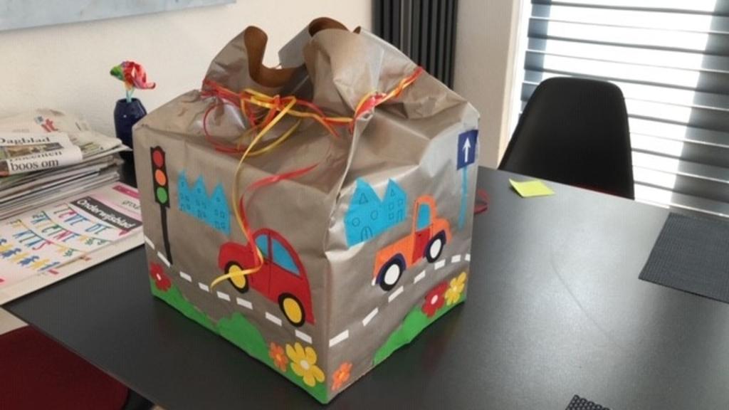 Present Bollenstreek is enthousiast over de hoeveelheid Zomerpakketten waarmee ze gezinnen blij hebben kunnen maken. Foto: pr © uitgeverij Verhagen