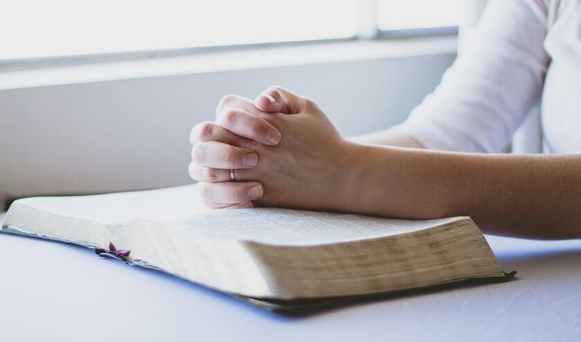 Ook nu zullen nog veel mensen de kerkdienst vanuit huis volgen.