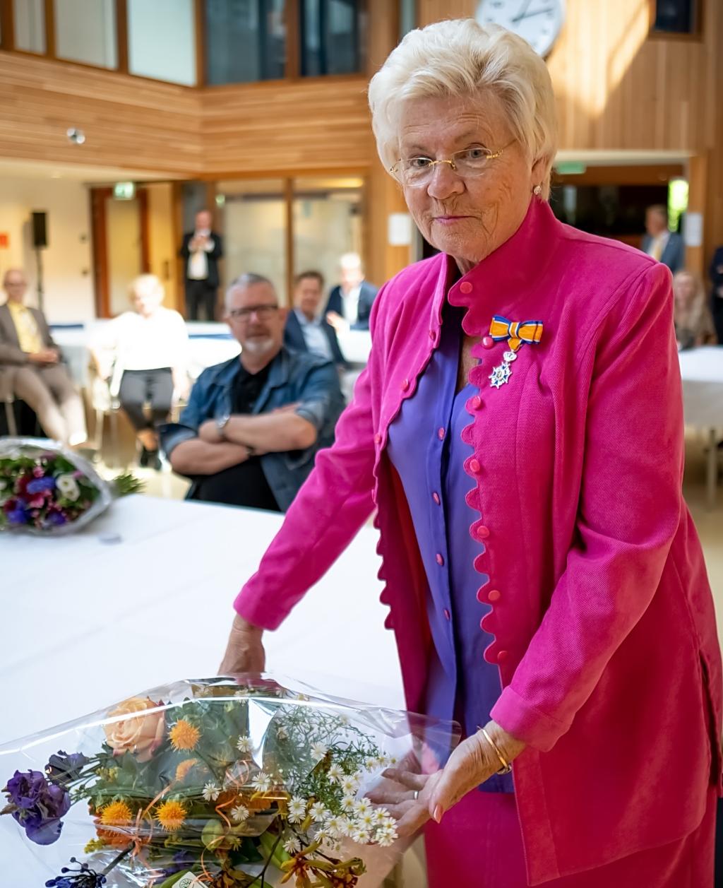 Beatrix Nieuwenhuis, Lid in de Orde van Oranje Nassau.  Foto: J.P.Kranenburg © uitgeverij Verhagen