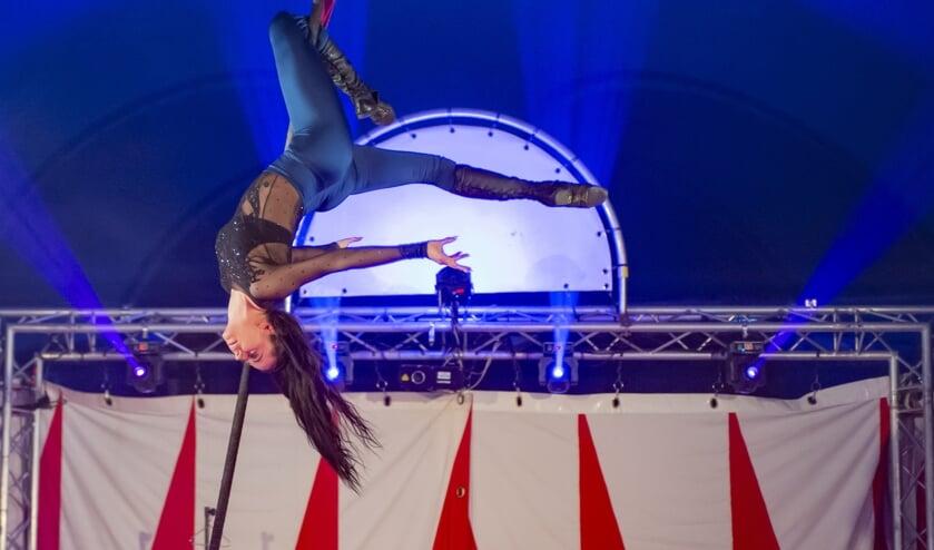 Acrobate Anna Jednorowicz van Magic Circus.