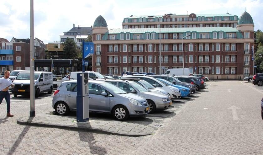 De compensatie van parkeerplekken op het parkeerterrein van Marten Kruytstraat  blijkt in de nieuwe plannen onvoldoende.   Foto: WS