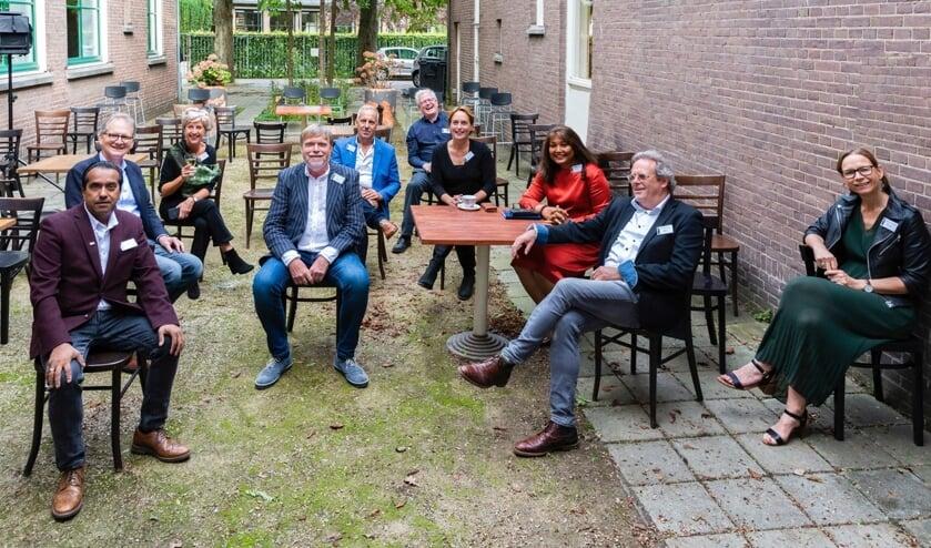 De tien gepassioneerde fotografen op de binnenplaats van Duinzigt. | Foto PR