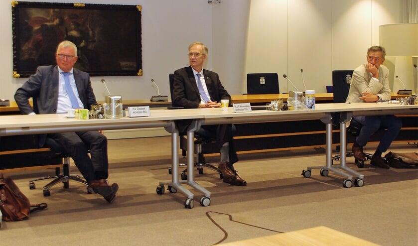 <p>Wethouder Peter Glasbeek (links) en zijn collega&#39;s bij hun hernieuwde aantreden op 14 september 2020. | Archieffoto&nbsp;</p>