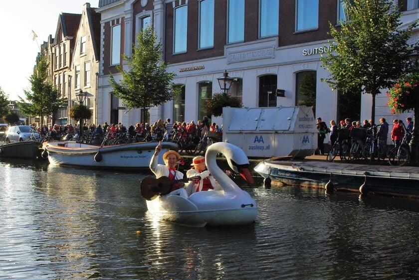 <p>&quot;Het was heerlijk om samen met Ingeborg rond te fietsen over het water en zo 3 oktober te beleven. Dit gaan we vaker doen met deze muzikale waterfiets die ik kortgeleden helemaal opgeknapt heb!&rdquo; |&nbsp;</p>