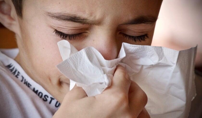Meer mensen krijgen in de herfst te maken met hoesten en niezen, door verkoudheids- en griepvirussen. Maar het kan ook corona zijn. Daarom neemt het aantal testen bij de testlocaties toe.