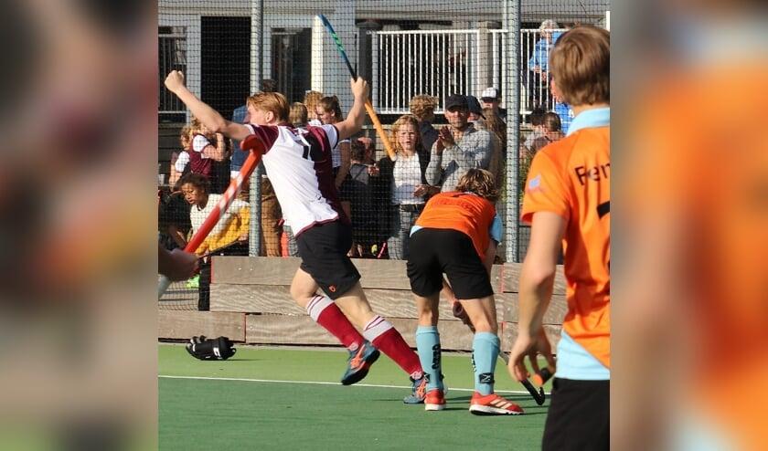 <p>Frans Laarhoven maakt een goal. | Foto Ed Patijn</p>