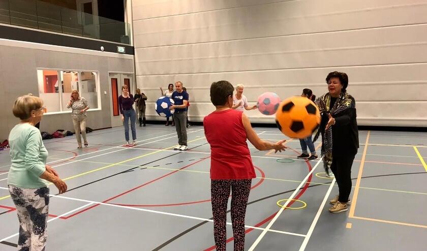 <p>De burgemeester deed gezellig mee met de sportactiviteiten.   Foto: PR</p>