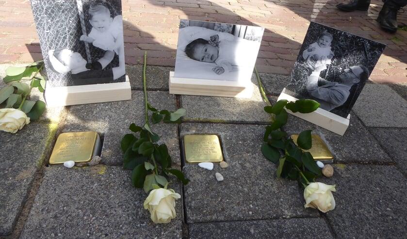 <p>In de Quarles van Uffordstraat werden stolpersteine gelegd ter nagedachtenis aan de familie Mendels.</p>