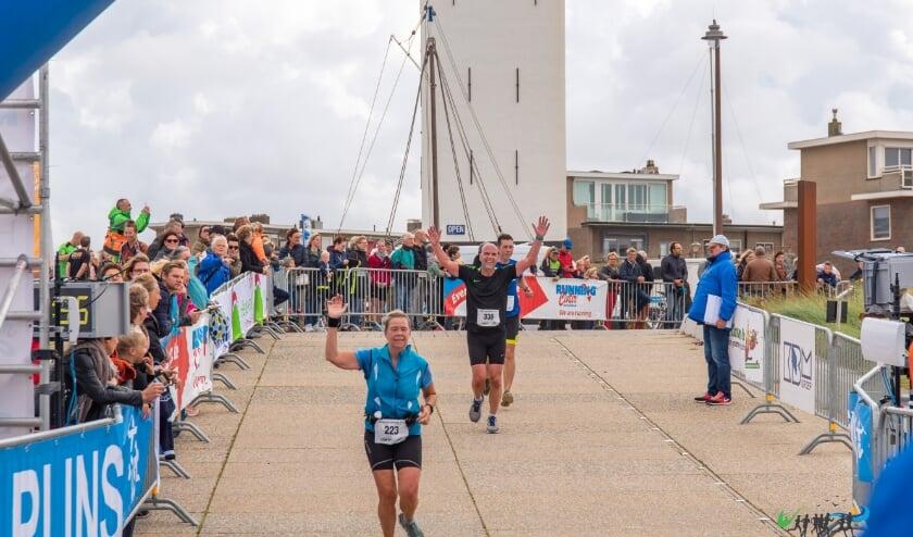 <p>De finish van de Halve van Katwijk in 2019 toen er nog geen sprake was van corona.   Foto: pr</p>