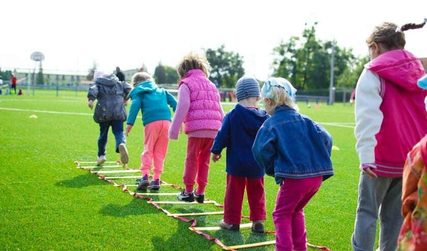 Kinderen kunnen op een laagdrempelige manier kennis maken met sport en cultuur via Sjors Sportief en Sjors Creatief.