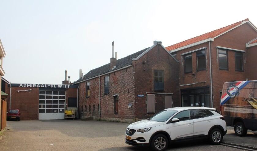 <p>De visrokerij en -winkel van Admiraal-De Witt was 130 jaar een begrip aan Zee.   Foto: Willem Siemerink.</p>
