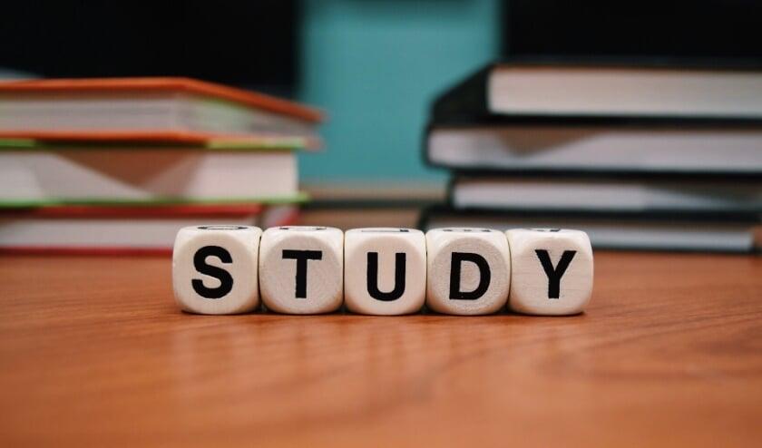 Eindexamenkandidaten hebben al stress genoeg. Dan is het goed om te weten dat je bij coronaklachten een sneltest bij de GGD kunt doen zodat je met een negatieve uitslag gewoon je examen kunt maken.