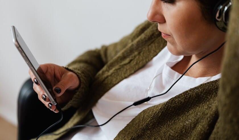 <p>Luister de podcastserie Is dit normaal?, met veel herkenbare situaties &eacute;n tips voor ouders van kinderen tot 18 jaar.</p>
