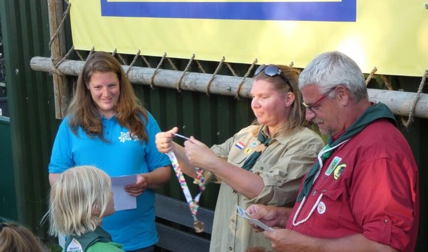 <p>De 100e medaille werd uitgereikt aan een scoutinglid van Hyllekem.</p>