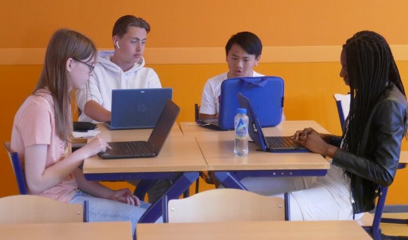 De leerlingen uit 3 vwo en tto doken in een taal en deden onderzoek op een bepaald gebied.