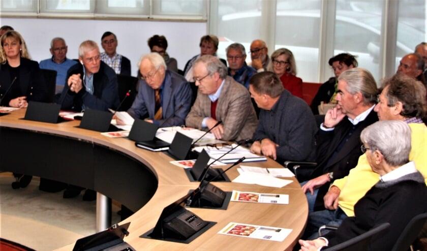 <p>De bijeenkomst in 2018 waar verontruste burgers in botsing kwamen met voormalig burgemeester Rijpstra.  &nbsp;</p><p>Archief</p>