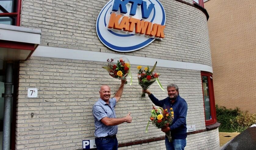 <p>Pieter Straathof en Jan de Boer gaven bij RTV Katwijk de aftrap voor de actie &#39;Samen scoren met Royal FloraHolland&#39;</p>