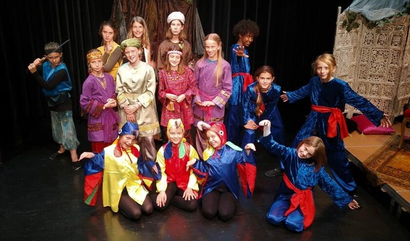 De cast van De Toverlamp.   Foto: Johan Mol