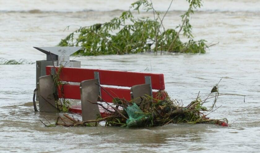 <p>Door de overstromingen hebben veel mensen schade aan hun huizen en inrichting. Overal worden inzamelingsacties opgezet, maar die goederen moeten ook naar Limburg worden vervoerd.</p>