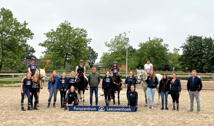 <p>Edwin Hoogenraat was te gast bij Ponycentrum Leeuwenhoek. Hij is bondscoach van de Nederlandse springruiters in de categorie Children en won met zijn team goud op het EK 2019.</p>
