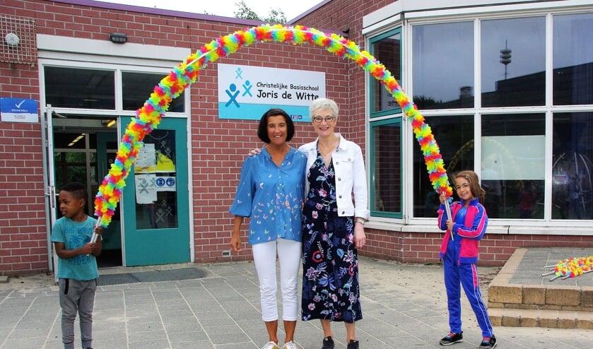<p>&nbsp;Ilse Westerbeek en Beppie Blankenstijn gaan van hun pensioen genieten. | Foto&#39;s Willemien Timmers</p>