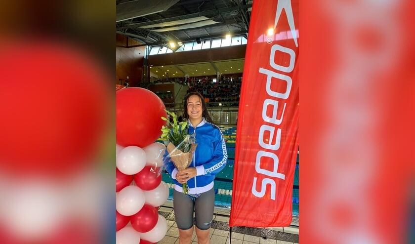 <p>Kimberly Ruiter zet een nieuw junioren record op de 50 meter vrije slag. | Foto: pr.</p>