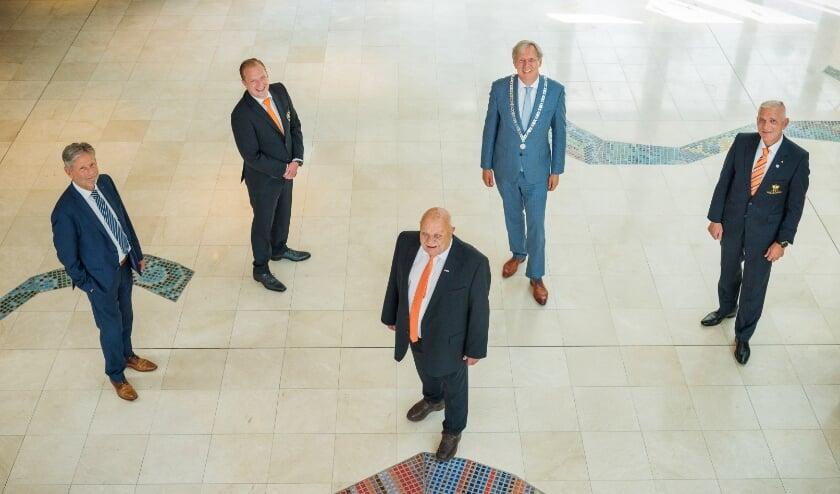 <p>De gezamenlijke Oranjeverenigingen hernieuwden de overeenkomst met de gemeente.   Foto: PR</p>