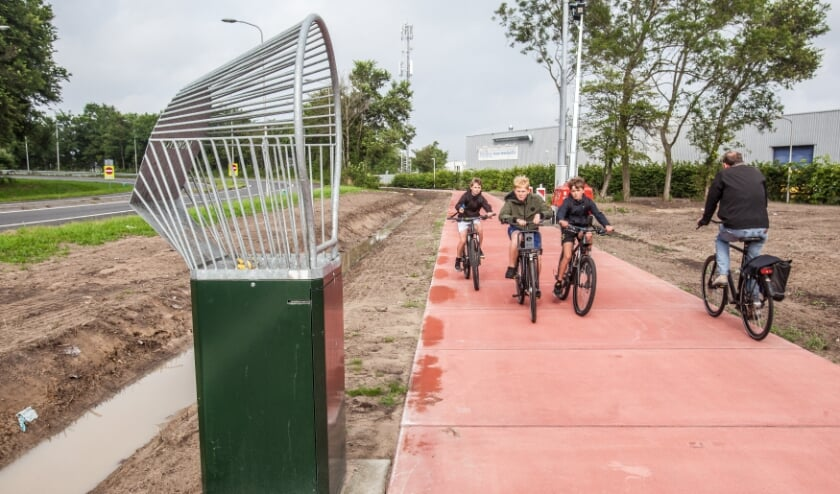 Het nieuwe fietspad vanaf de Ambachtsweg langs de provinciale weg N206.   Foto: Adrie van Duijvenvoorde