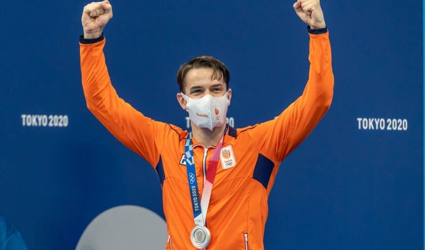 <p>Arno Kamminga met zijn zilveren medaille bij de huldiging op de Olympische Spelen 2021. | Giorgio Scala | Orange Pictures</p>