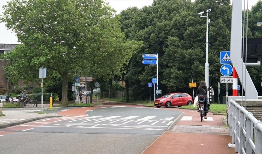 <p>Komend vanaf de Spanjaardsbrug mogen auto&#39;s alleen linksaf &nbsp;maar het gebeurt nu te vaak dat ze rechtdoor de Splinterlaan in rijden. &nbsp;</p>
