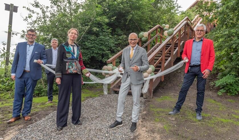 <p>Vlnr: Peter Duivenvoorde, Theo Alkemade, Anne Koning, Emile Jaensch en Sjaak vd Berg.   Foto: Richard van Egmond.</p>