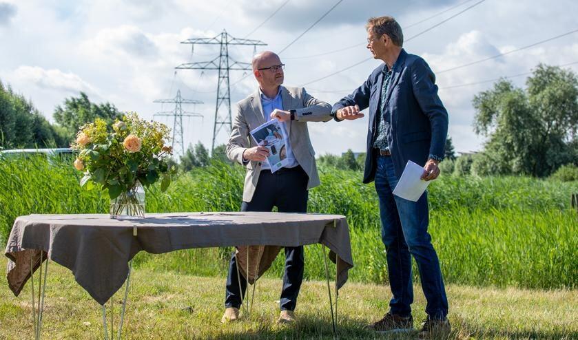 Arno van Gestel (l, Vattenfall) en Peter van Schie (r, Energiek Poelgeest)