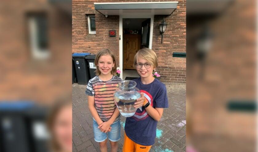 <p>Sven en een vriendinnetje Anouk dat bij de vondst aanwezig was. | Foto: vader Vincent.</p>