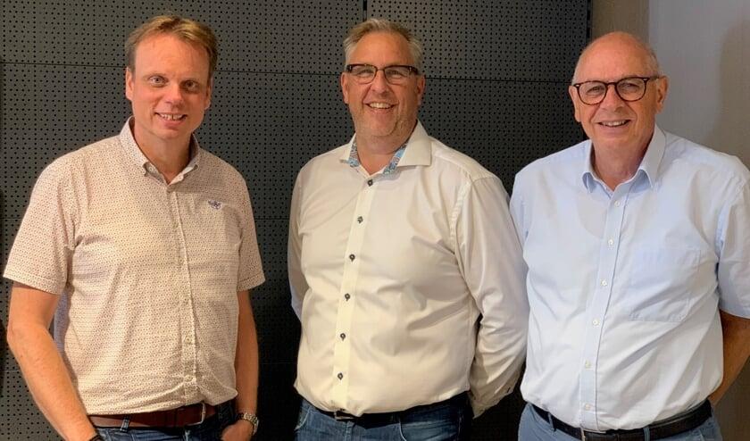 <p>Vlnr: Marco van Kampen (bedrijfsleider), Fred Duijnstee (nieuwe eigenaar), Ko Rusman (huidige eigenaar). | Foto: pr</p>