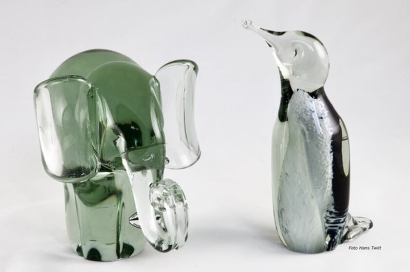 <p>Mondgeblazen glasobjecten van oud glas. | </p>