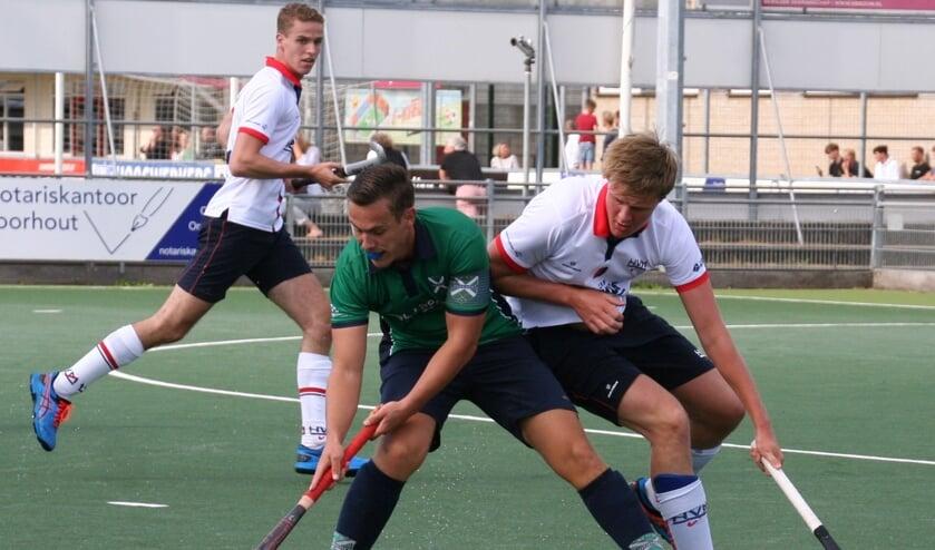 Matchwinner Timo van Katwijk aan de bal.