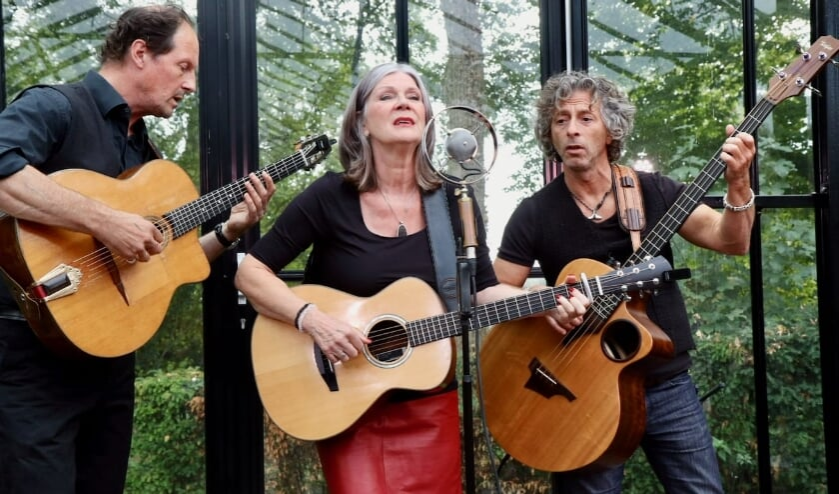 <p>Lenny Kuhr samen met Reinier Voet en Mischa Kool.</p>