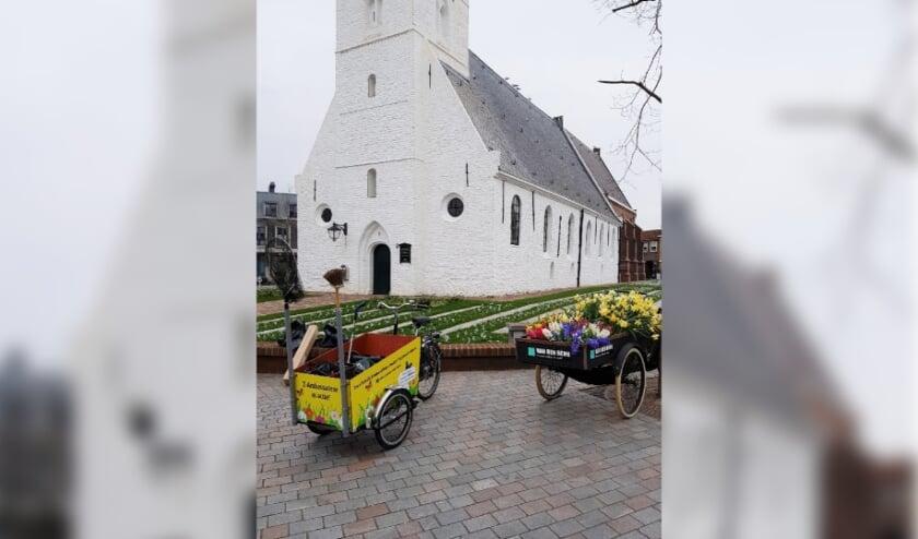 <p>De bakfiets van de Z-Ambassadeurs bij de Witte Kerk.   Foto: PR</p>