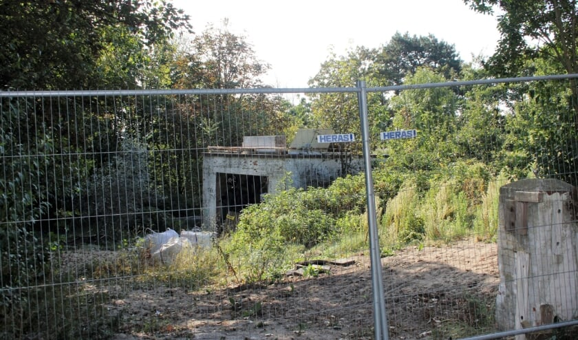Het college wilde niet maar de politiek wil wel goedkeuring verlenen aan de ontwikkeling van 2 villa's op deze shameplek.