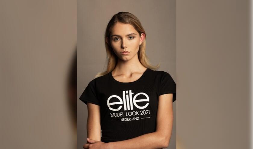 """<p class=""""fotobijschrift"""" pstyle=""""fotobijschrift"""">Yazzmine Oudshoorn staat op 30 oktober in de finale van Elite Model Look 2021.  </p>"""