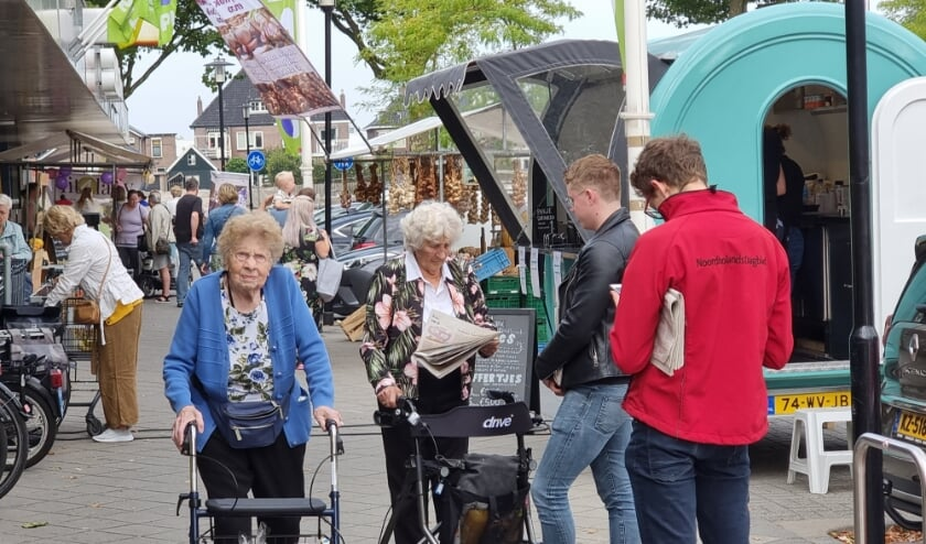 <p>Heerlijk struinen langs de kraampjes: fijn dat het allemaal weer kan! | Foto en tekst: Annemiek Cornelissen</p>