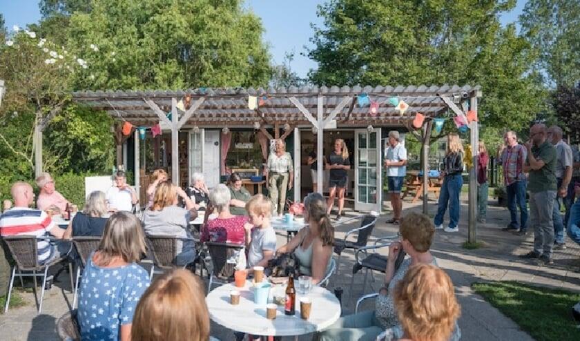 <p>De plannen worden gepresenteerd.   Foto: Frans van Steijn, tekst met dank aan Astrid Warmerdam.</p>