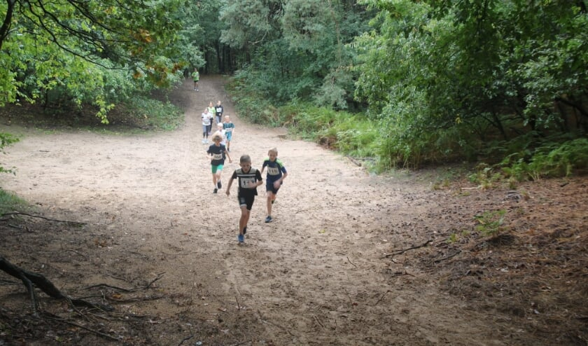 <p>Met je klasgenoten crossen door de bossen op zondag 10 oktober.</p>
