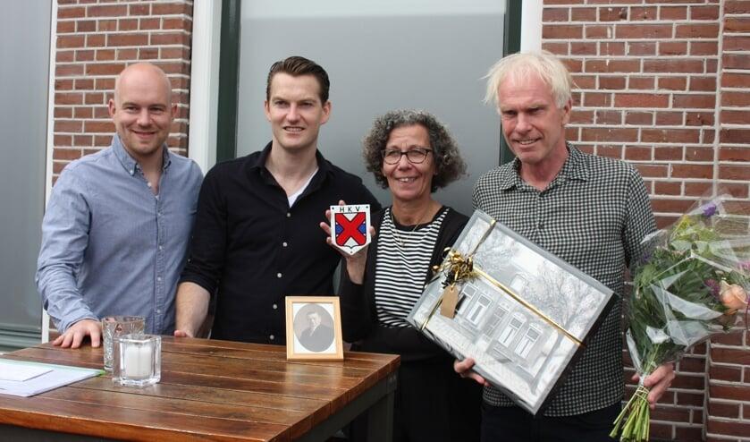 Robin Bierman, Kevin van Pelt, wethouder Marlies Volten en Peter Kales.