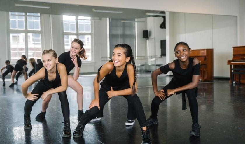 Kies een club, ga bijvoorbeeld dansen!   Foto: PR