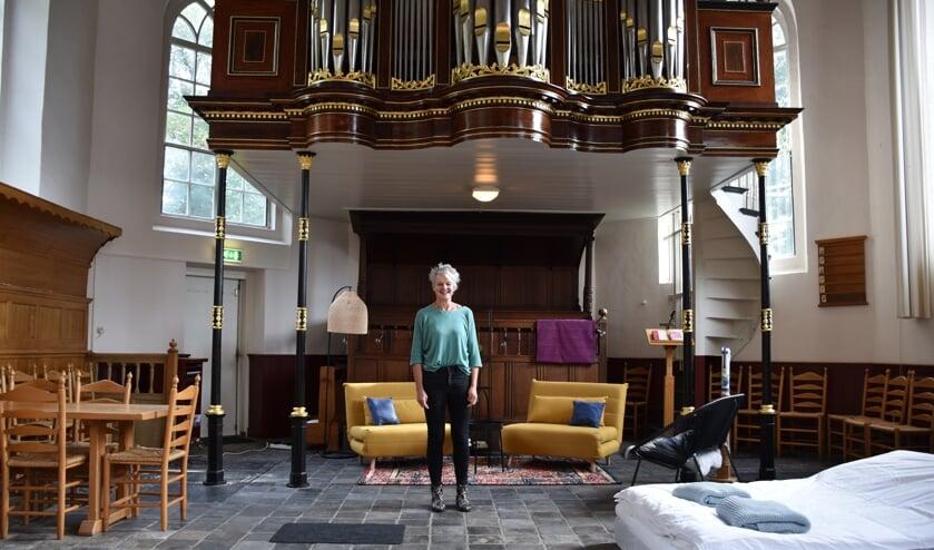 Host Sytske van der Woude in de Dorpskerk Oosterwolde