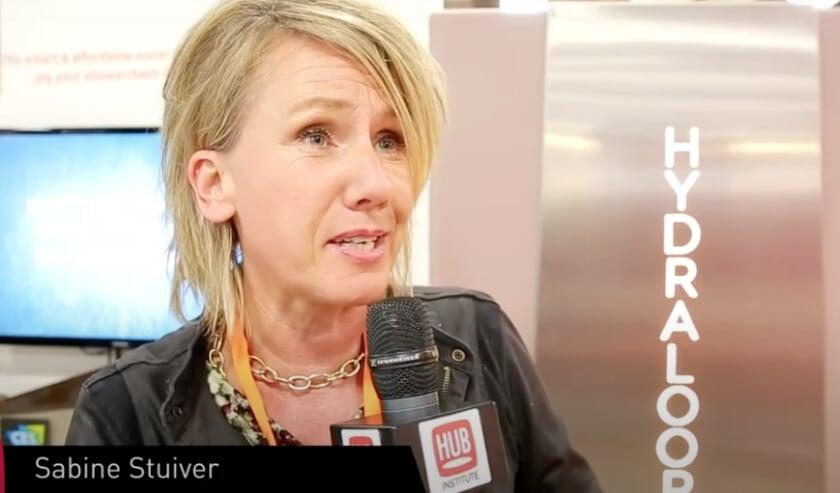 Sabine Stuiver geeft een interview aan HUB Institute, te zien op Youtube.