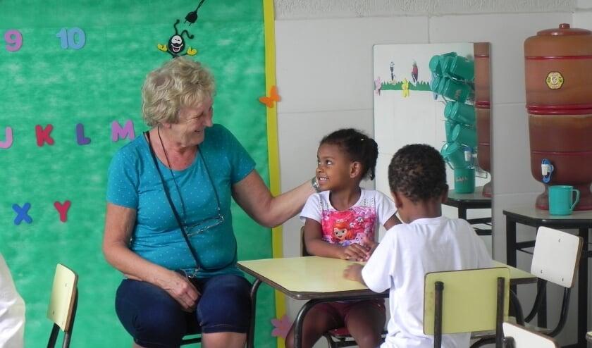 Jopie Kouwenberg tijdens een van haar reizen naar Brazilië.