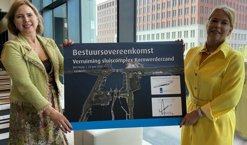 Minister Cora van Nieuwenhuizen en gedeputeerde Avine Fokkens-Kelder.